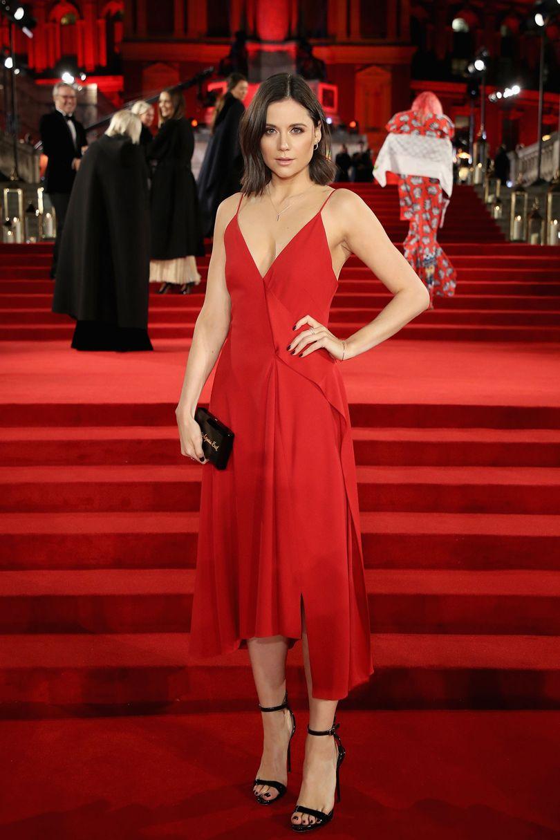 Lilah Parsons Victoria Beckham ruhát visel, forrás: Vogue UK