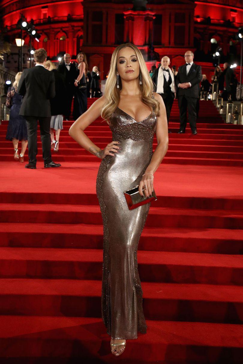 Rita Ora, Versace. Forrás: Vogue UK
