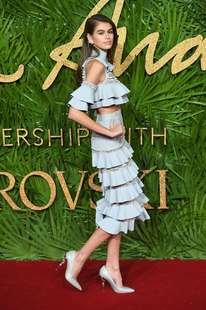 Kaia Gerber, Cindy Crawford immáron modell lánya Ralph & Russo ruhában. Forrás: Vogue UK