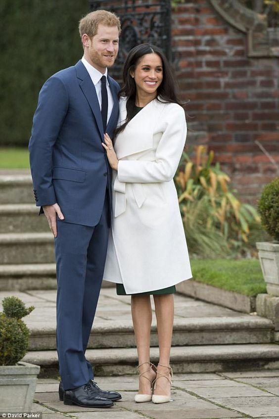 Meghan Markle, amerikai színésznő a brit Harry herceggel történő eljegyzésük bejelentésére egy Aquazzura cipőt választott. Forrás: Pinterest