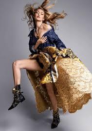 Gigi Hadid az előző szezon Versace kampányában, forrás: vogue.com