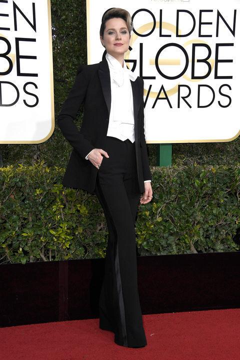 AZ OUTFIT. Evan Rachel Wood szerintem a legjobban öltözött nő volt a vörös szőnyegen 2017-ben. Nem a klasszikus koktélruha, kis- és nagyestélyi vonalat választotta, viszont szerintem végtelenül nőies lett a végeredmény. Ruha: Altuzarra (egyedi) Fotó: Harper's Bazaar