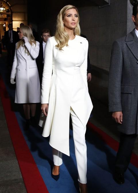 Ivanka Trump a Beiktatási Ünnepségen Oscar de la Renta költeményben, forrás: US Weekly