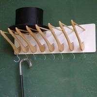 Készíts vállfákból akasztót és kalaptartót!