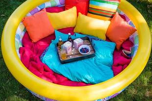 Kerti pihenő a felesleges felfújható medencéből