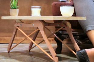 Fa ruhafogasból kisasztal