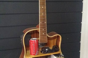 Polc akusztikus gitárból