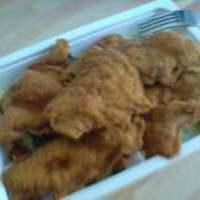 Rántott csirkemell csíkok görögsalátával (Főzelék Falva)