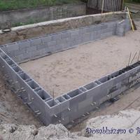 52 Folytatódik a garázsépítés: falazás, koszorú, áthidalók