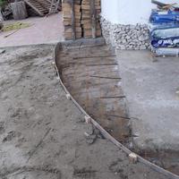 79 Melléképület teraszának bevasalása, palántázás, új komposztáló :)