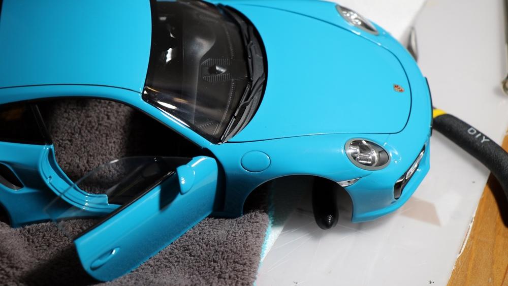Javítsuk meg ezt a Porsche 911-est az asztalon!