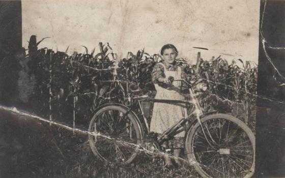 01 lány férfibicikli kukorica.jpg