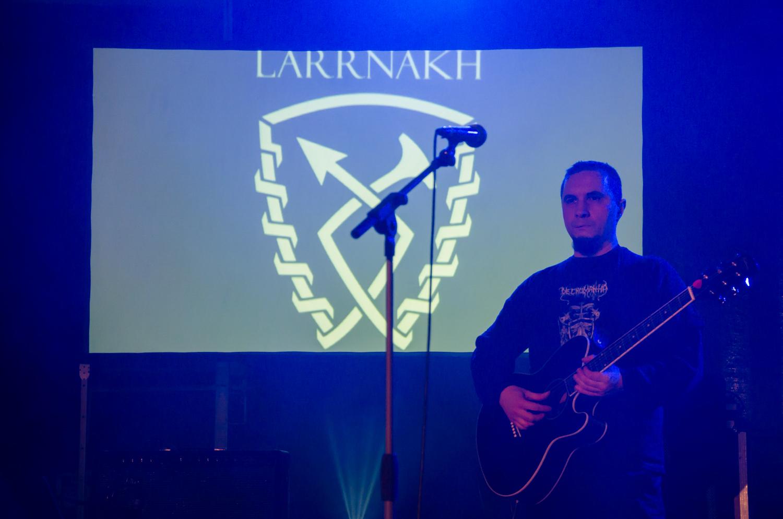 larrnakh02.jpg
