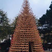 Szánkóból karácsonyfát? A Hello Wood 2018-ban is varázslatos alkotásokkal kápráztatja el az ünnepvárókat