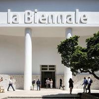 Ha Velence, akkor... Lagúna? Turistatömeg? Nem csak, hanem: Építészeti Biennálé