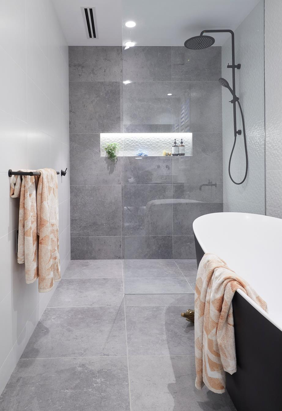 1540187577044_rm-10-challenge-bathroom-hayden--sara-11.jpg