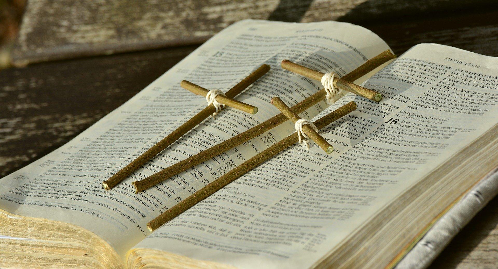 bible-2167783_1920.jpg