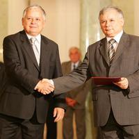 Lengyel-magyar: két jobbra át. Kocsis Máté és a Kaczyński-szobor