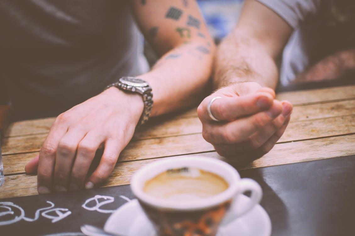restaurant-hands-people-coffee.jpg