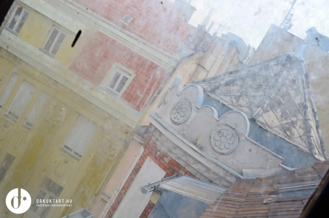drkuktart_budapest10024_aranykez.jpg