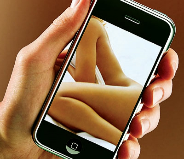 1381743995a03-sexting.jpg