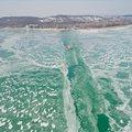 Gyönyörű drónfelvételek a fagyos Balatonról