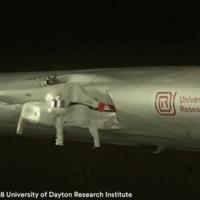 Videó: Ez történik, ha drón ütközik repülővel