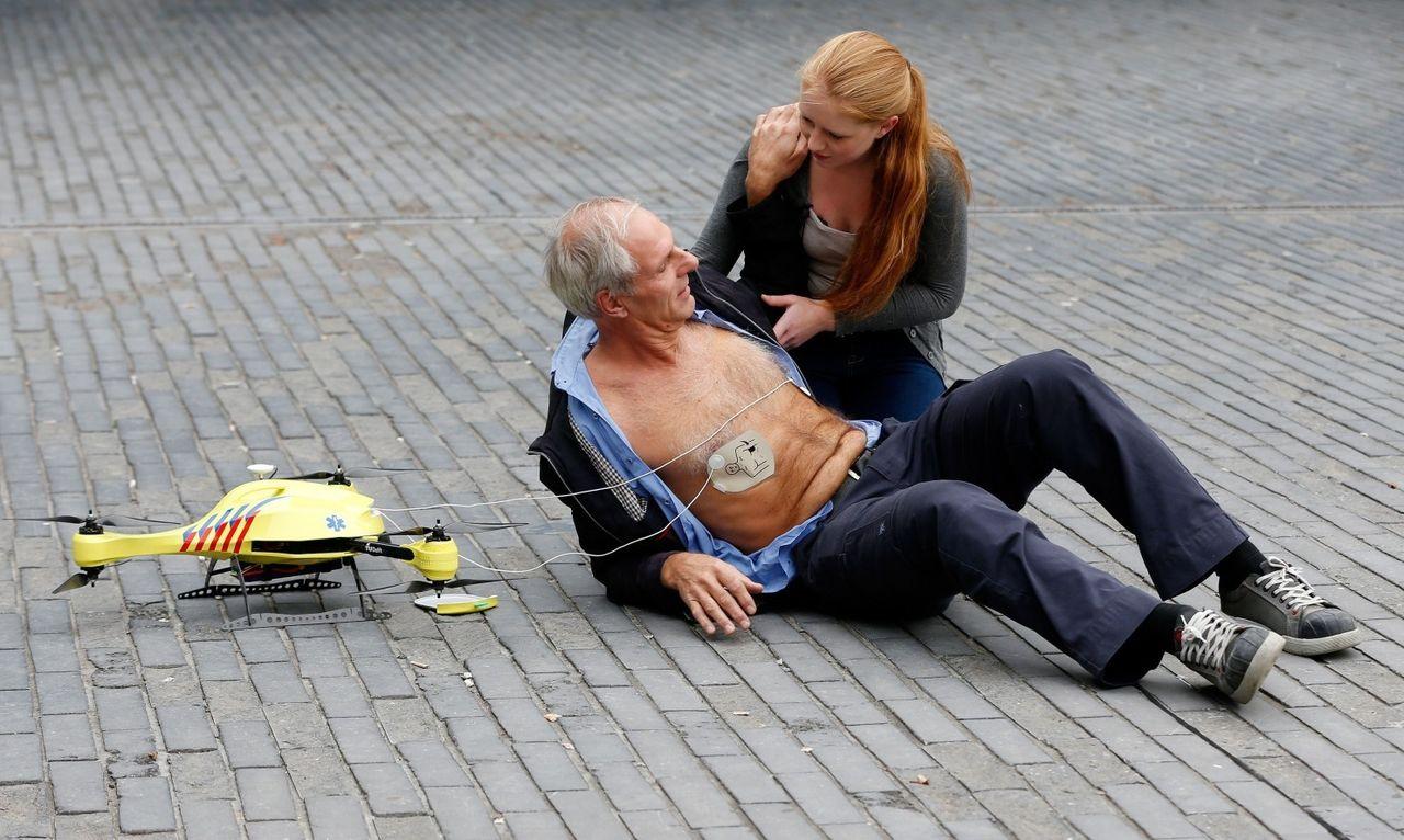 tudelft-ambulancedrone-defibrilator.jpg