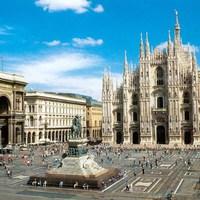 Megrongálta a milánói dómot egy turistadrón