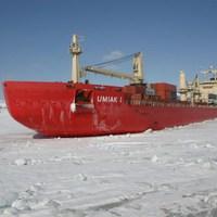 Apró felderítő segíti a gigantikus teherhajó útját