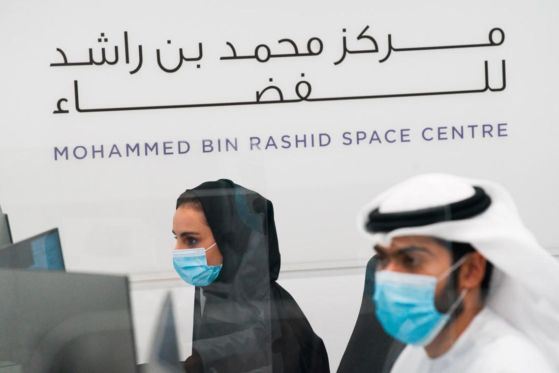 Emirati tudósok az Űrközpontban