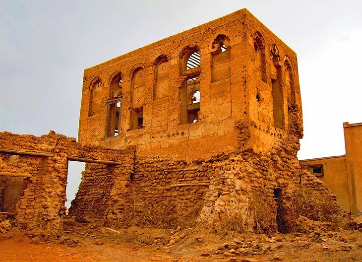 Fotó: https://www.dhowcruiseindubai.com/blog/haunted-places-in-the-uae/al-jazirat-al-hamra-the-most-haunted-places-in-ras-al-khaimah/