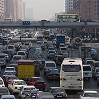 Csak sofőrrel kaphatnak kínai bérautót az európaiak