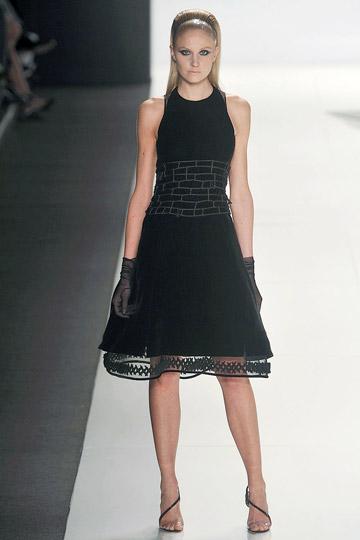 Sokkal klasszikusabb fekete ruha cb148810a1
