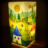 Vidám, színes gyereklámpa, éjjeli fény üvegmozaikból