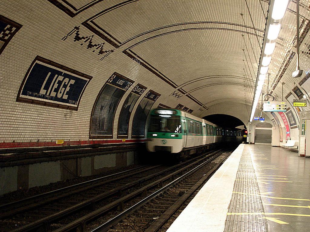 1024px-metro_de_paris_ligne_13_station_liege_02.jpg