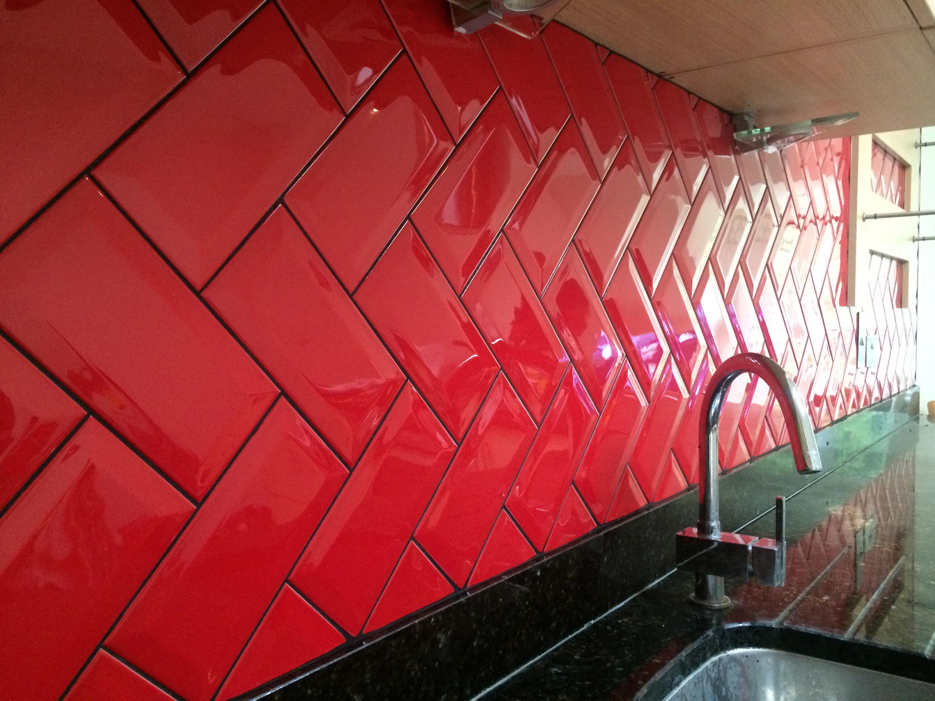 bevelled_red_kitchen_herringbone.JPG