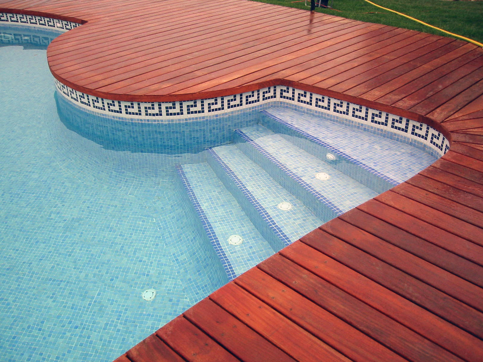 glass-mosaic-tiles-for-swimming-pools-glass-mosaic-tiles-for-modern-pools.jpg