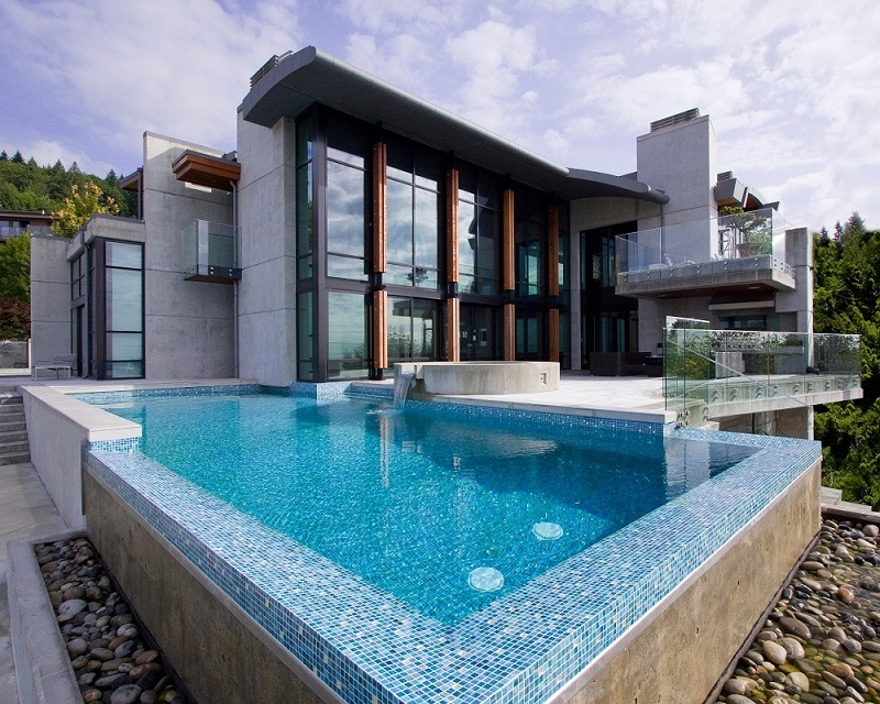 infinity-pool-glass-tile-mosaic_alka-pool-construction-bc-mpg_800.jpg