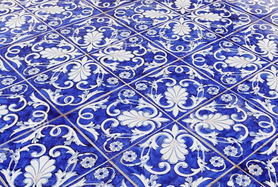 tile-texture-background-blue-majolica-94407298.jpg
