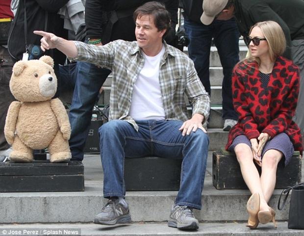 Ted2_Wahlberg_Seyfried_06.jpg