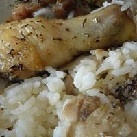 Fokhagymás provance-i csirkecombok, kakukkfüves gombás rizzsel