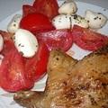 Ropogós kacsacomb, mozzarella salátával