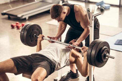 Esettanulmány: SHP fekvenyomó edzésprogramja