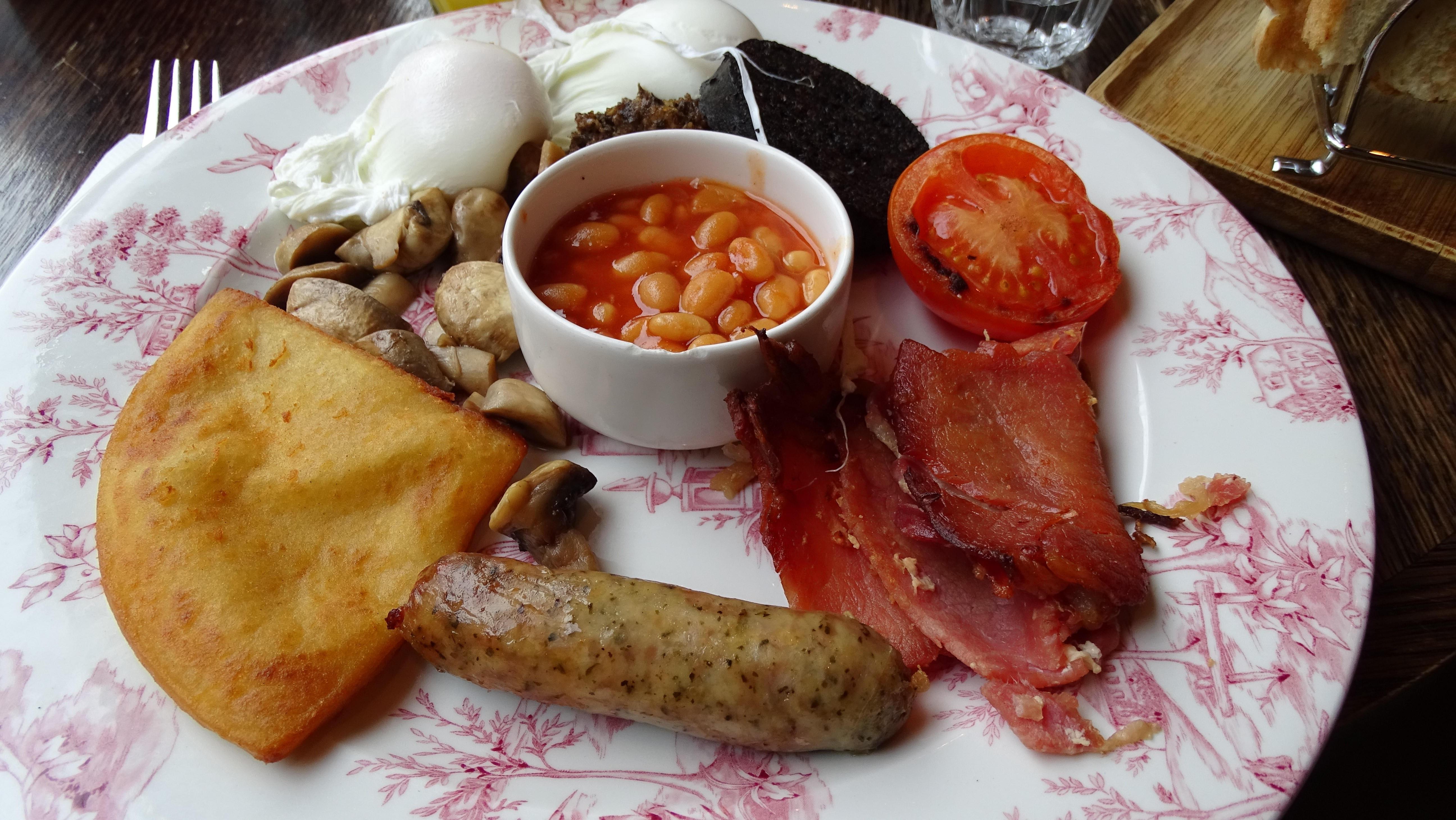 Edinburghban kaptuk ezt a pompás tálat a Montpeliers nevű helyen. Melegen ajánljuk mindenkinek - a helyet és a skót reggelit is.