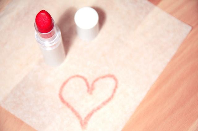 love-heart-makeup-beauty.jpg