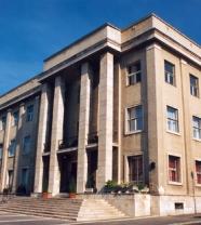 Pannon Egyetem (korábban Veszprémi Egyetem) veszprémi központi épületének homlokzata