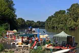 6 tonna szemetet halásztak ki a Tiszából a PET kupások