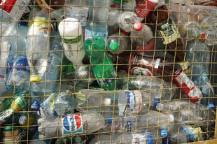 Július 1-től tilos az egyszer használatos műanyagok egy része, de nem az összes
