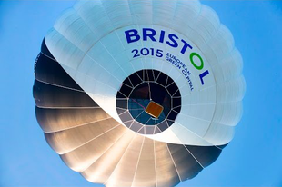 Elkészült az első napenergiával működő hibrid hőlégballon